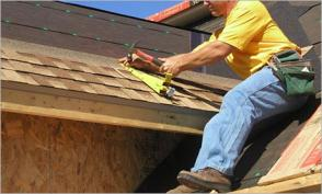 San Jose roofing contractor installs shingles